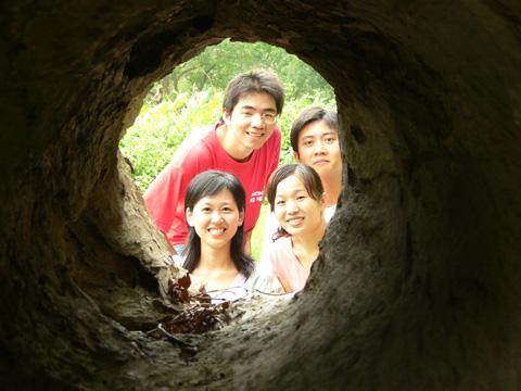 住在樹洞裡的人