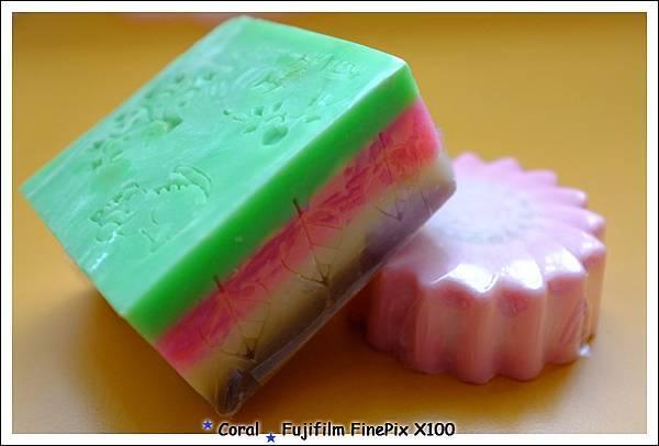 老媽似乎挺愛色彩繽紛的皂