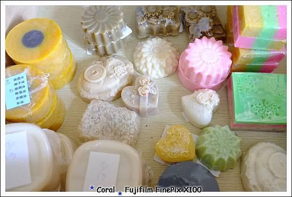 我家目前庫存的手工皂...還有一批還沒穿包先膜
