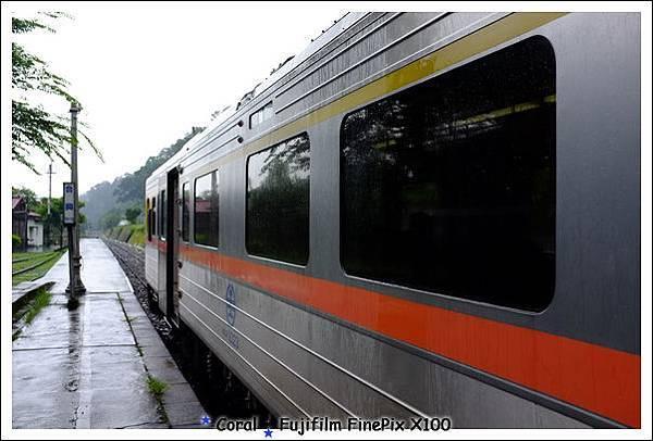 合興站火車停了2分鐘~~~下車拍了幾張照片