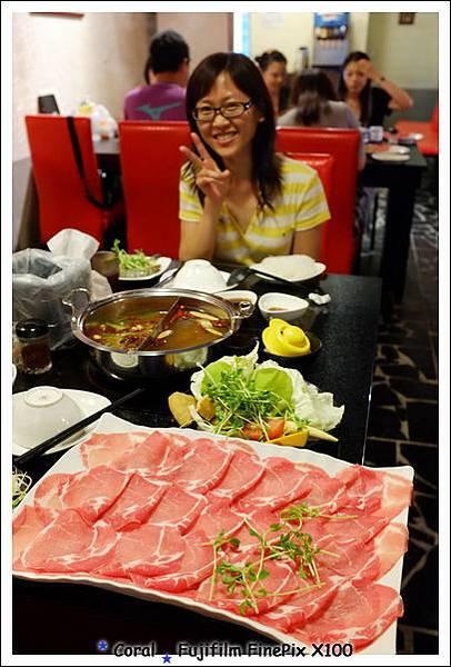 滿桌的食材看了真滿足