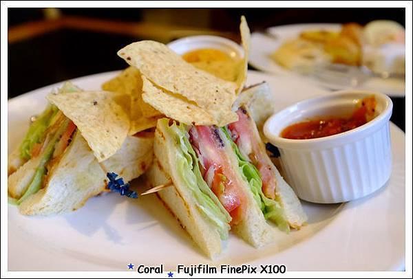 好吃的鮭魚三明治