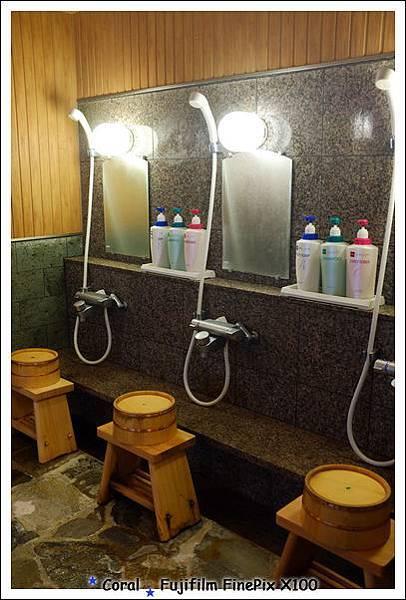 比在房間浴室洗澡寬敞多了