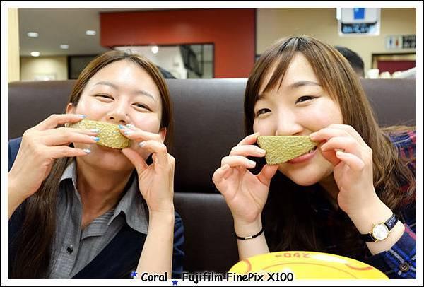 看她們的表情就知道哈密瓜有多甜