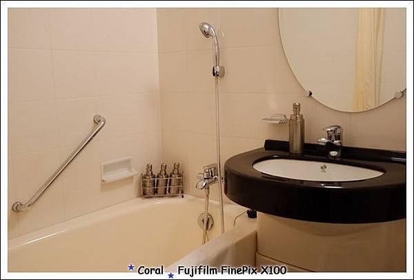 浴室是珊瑚住過的商旅中最大一間