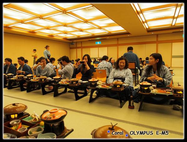 排排坐的同樂晚宴