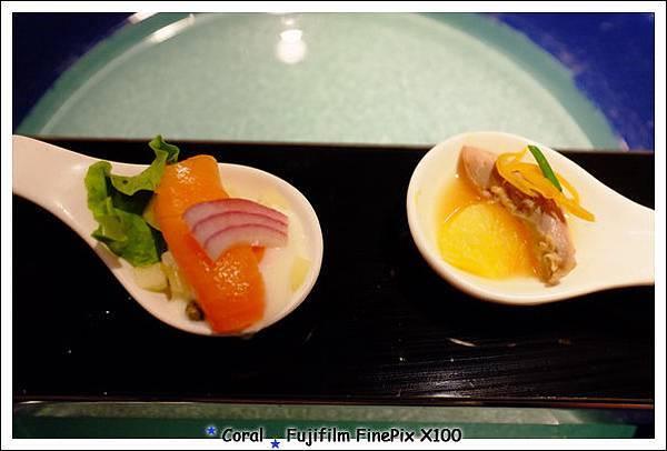 開胃菜是煙燻鮭魚蘋果酸豆、橙香油封鴨