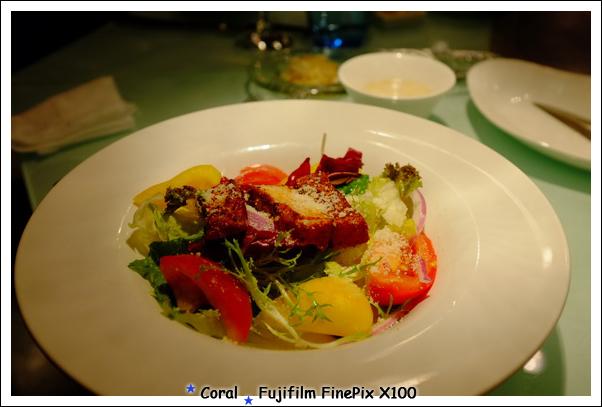 同事的地中海陽光沙拉看起來也不錯,還有現煎的鮪魚