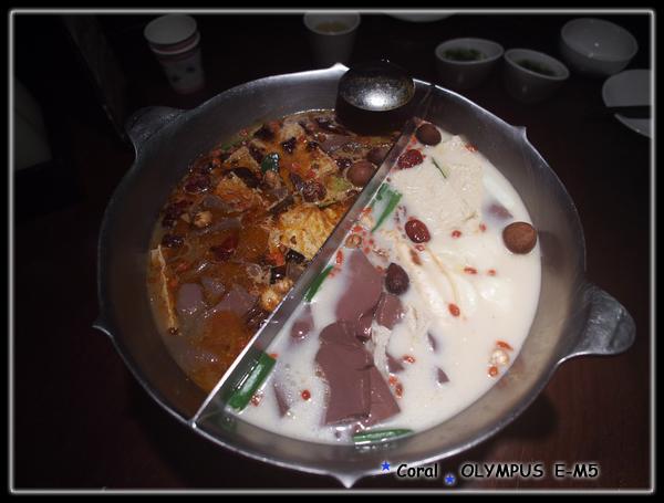 滿滿都是豆腐鴨血的無老鍋