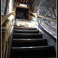 很陡的樓梯