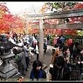 小小的常寂光寺擠滿了賞楓的民眾