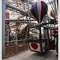 有熱氣球的摩天輪