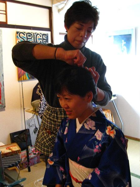最後一步驟盤起頭髮