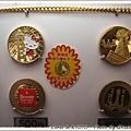 到處都有金光雙閃閃紀念幣的販賣機