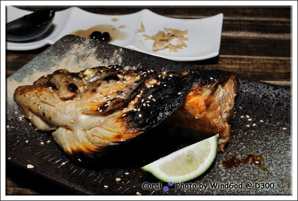 奢侈度不輸海鮮丼飯的烤鮭魚頭