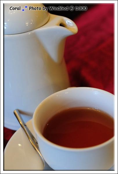 點了兩壺熱茶
