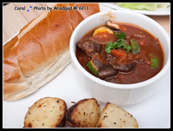 紅酒燉牛肉...麵包沾醬搭著吃