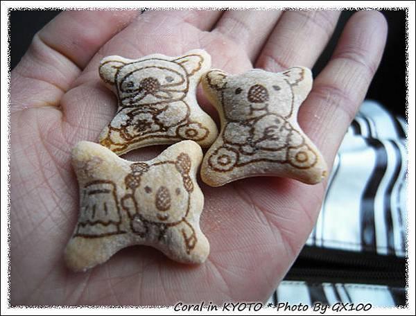 冠汝阿姐帶的小熊餅乾零嘴...真可愛!!