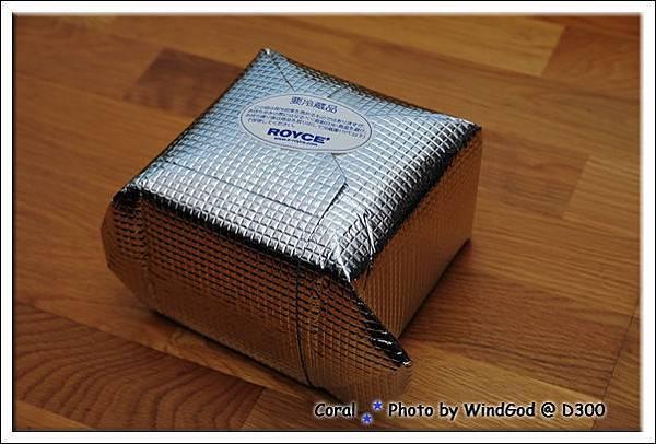 關西機場免稅店買的...包冰袋可以裝5盒