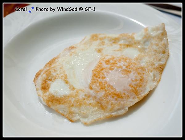 蛋黃7分熟的荷包蛋真美味