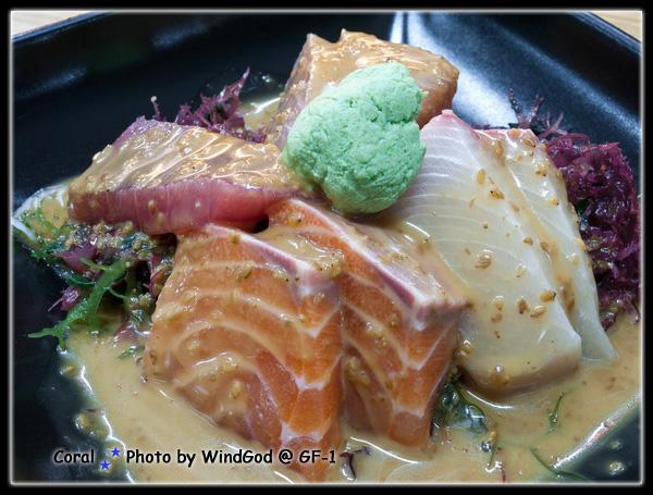 生魚片沙拉~~~不用特別沾醬油搭配著沙拉醬吃
