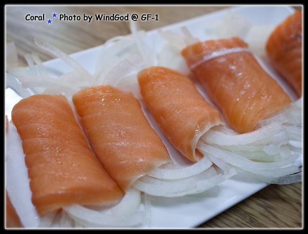 燻鮭洋蔥捲~~~就是燻鮭魚的味道沒有啥特別
