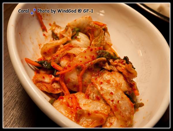 泡菜搭配生菜和燒肉~~~讚阿!!