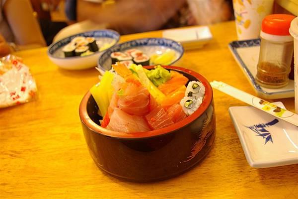 家福壽司屋。生魚片丼(清晰?)