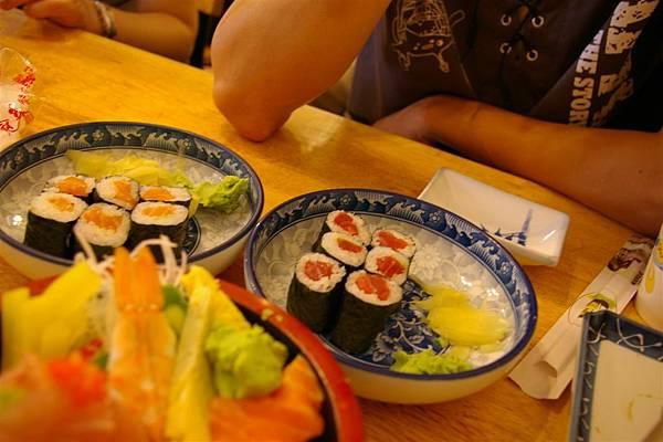 家福壽司屋。鮪魚卷。搭套餐=100元
