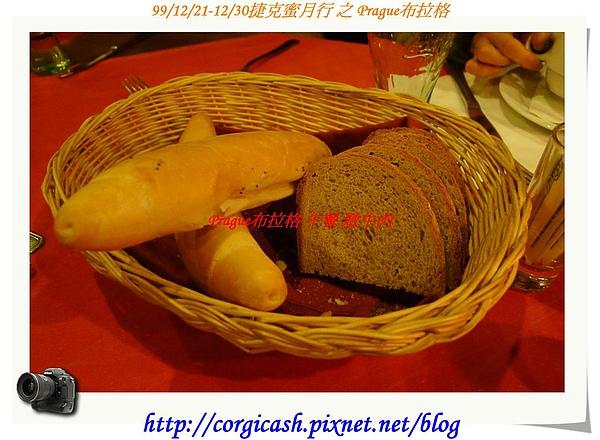 地窖餐廳~冷的硬麵包