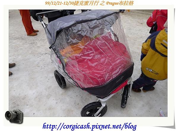 捷克~每個孩子都有六千克郎的補助金可購推車~他們的推車都很不錯~~~