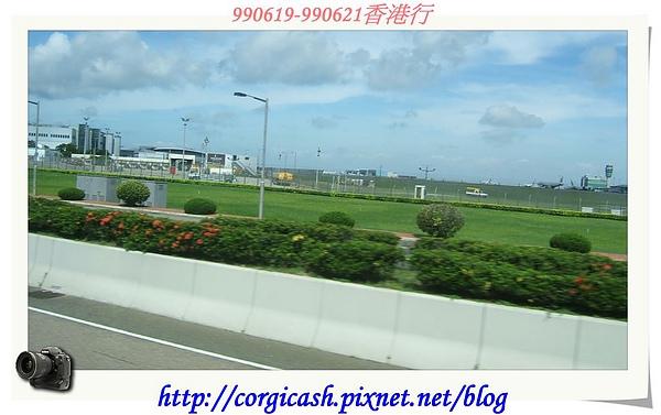 離開機場搭車前往九龍諾富特酒店Check in