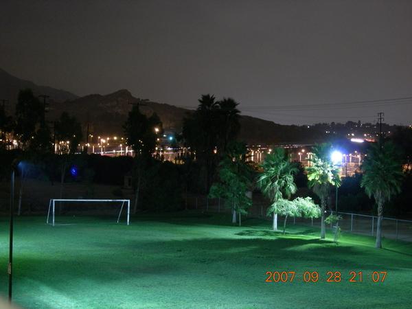 夜晚的足球場