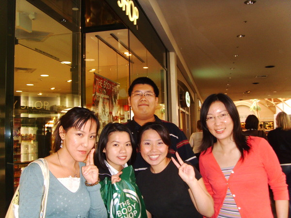 在body shop遇到二個台灣人