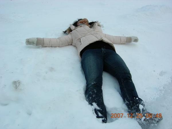 躺到個硬雪,弄不出人形啦><