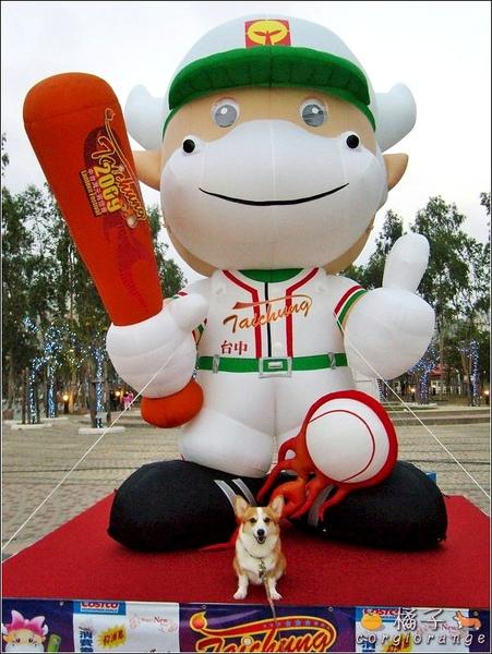 興農牛「鈴鈴」的大型充氣人偶.jpg