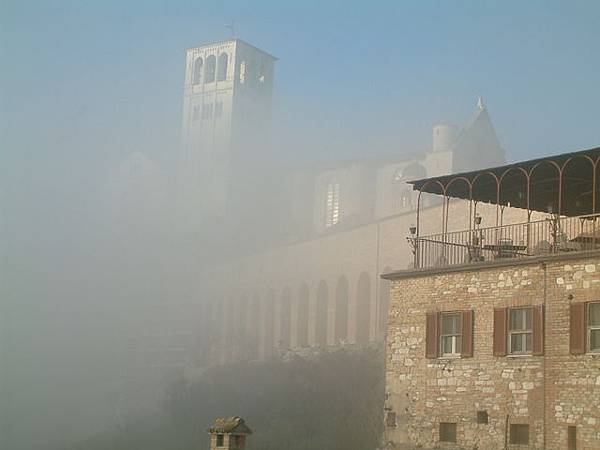 雲霧中的教堂
