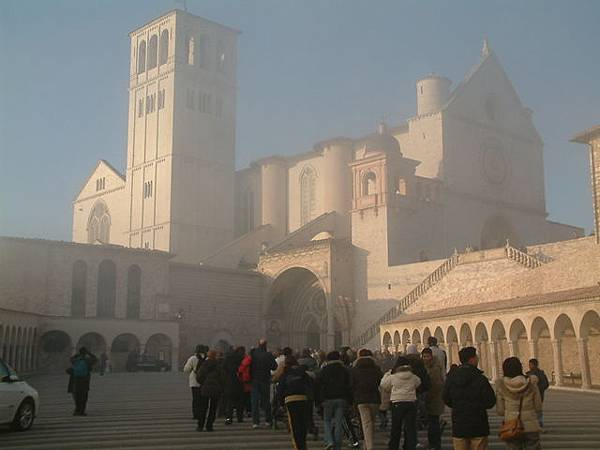 雲霧中的聖方濟大教堂