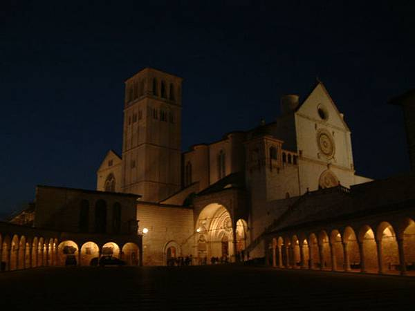 聖方濟大教堂夜景