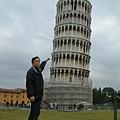 輕輕一碰,塔就斜了