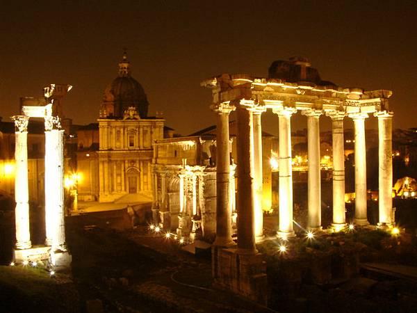 羅馬議事廣場遺跡夜景