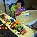 (3Y1M)排一大列車對看寶寶吃飯