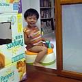 (3Y1M)寶寶坐馬桶ing03