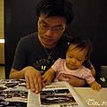 (1Y1M)貝貝和公子看雜誌01