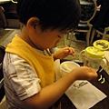 (1Y1M)雞婆寶正忙著吃奶酪