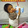 (1Y1M)貝貝偷玩濕紙巾