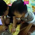 (3Y2M)寶寶貝貝幫忙和麵糰01