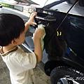 (3Y2M)上次洗車-寶寶仔細的擦車