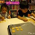 (3Y2M)寶寶貝貝作餅乾04-有樣學樣的貝貝