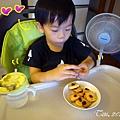 (3Y2M)成品02-開心吃餅乾的寶寶